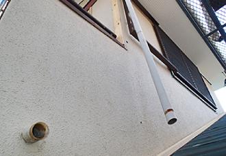 ガルバリウム鋼板での外壁カバー工事_竪樋撤去