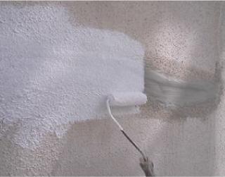 クラック部分をカットしてから外壁塗装