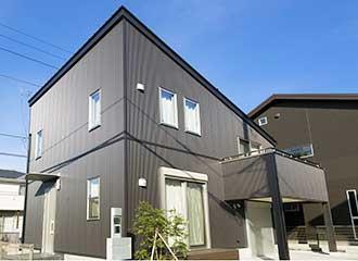 金属サイディングの家