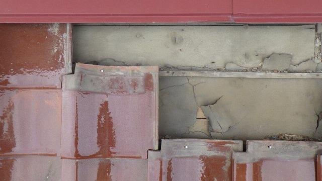 壁際の瓦状況