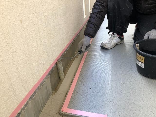 通路排水溝プライマー塗布