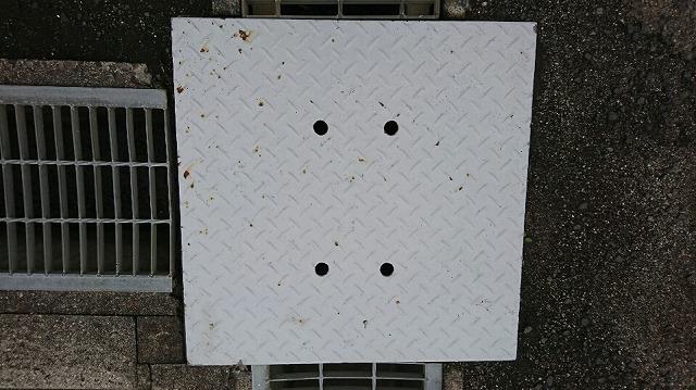 側溝蓋塗装前