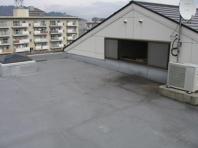 屋上の防水シートの様子