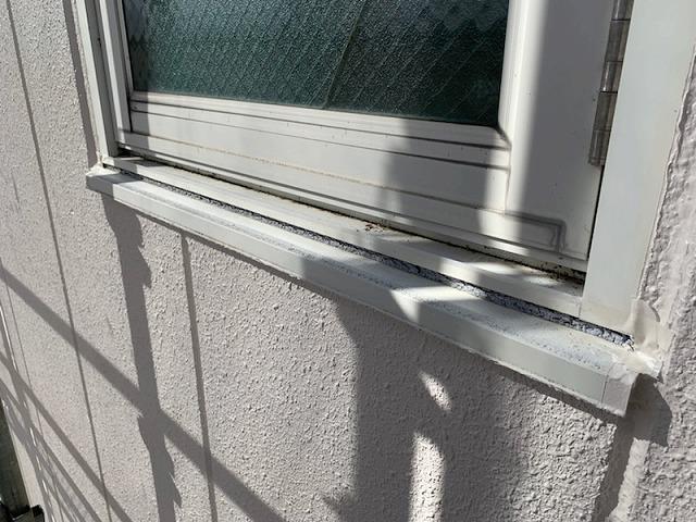 窓の下枠の部分