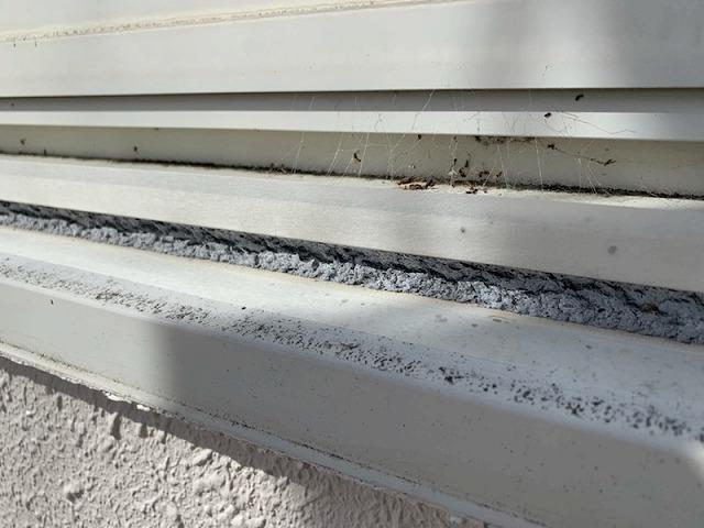 窓枠のシーリング部分