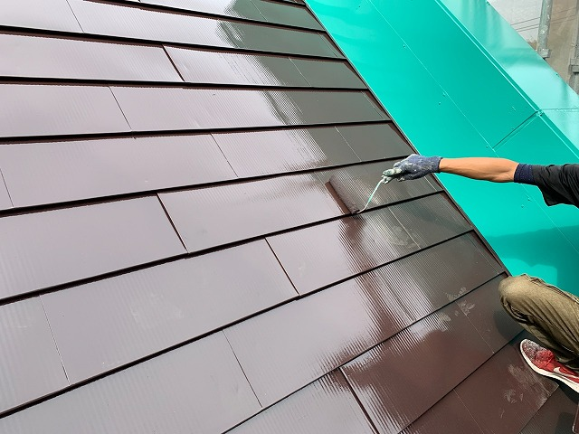 屋根の仕上げ塗り