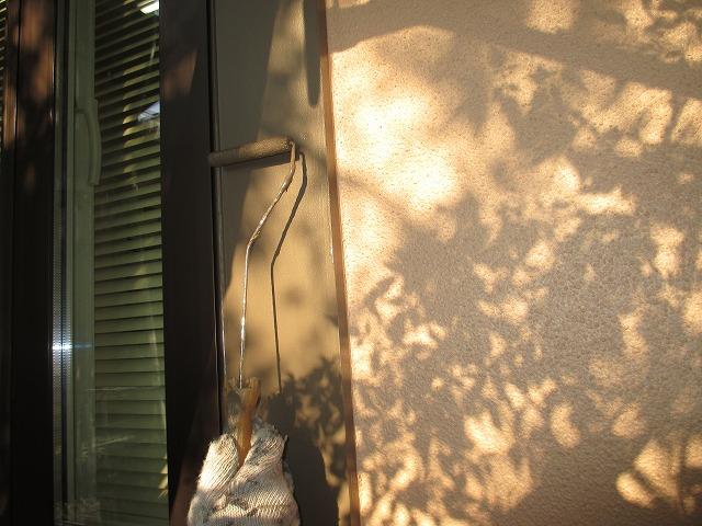 窓枠塗装中