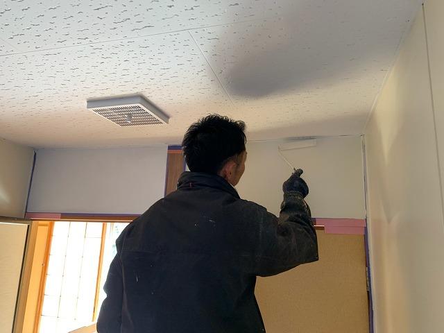 壁仕上げ塗装(ローラー塗り)