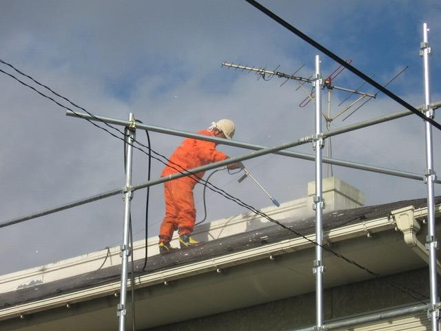 屋根上の高圧洗浄