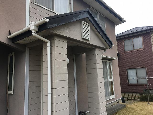 玄関屋根の破風の痛み