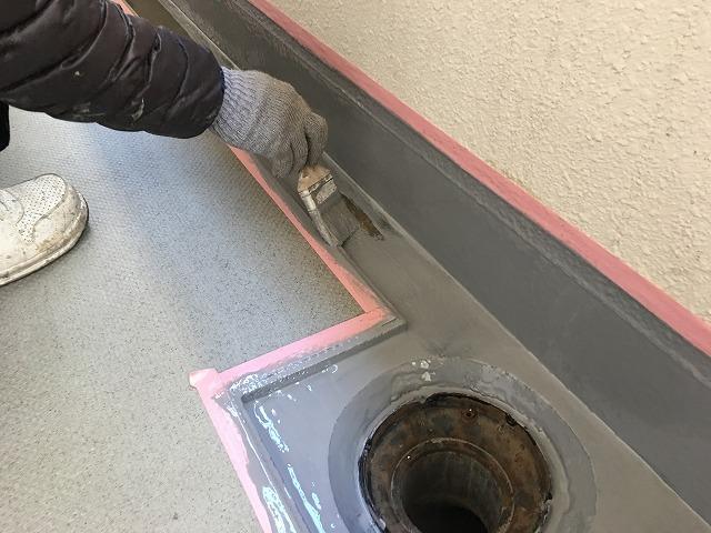 通路排水溝ウレタン塗膜防水下塗り