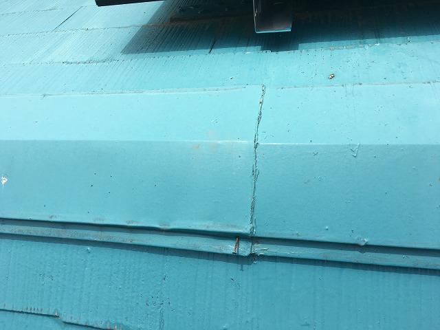 棟包みから飛び出た釘