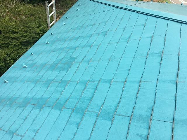 点検中の屋根