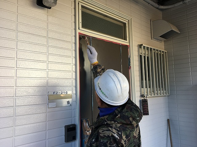 ドア刷毛塗り
