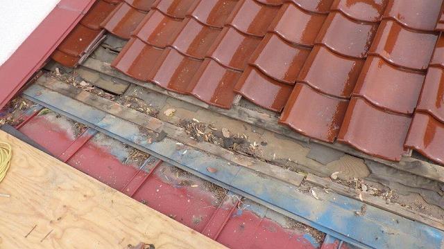 屋根と屋根の取り合い部分