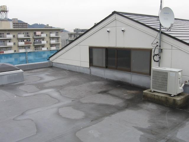 水はけの悪い屋上