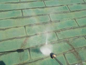 水圧150Mpaの高圧洗浄風景